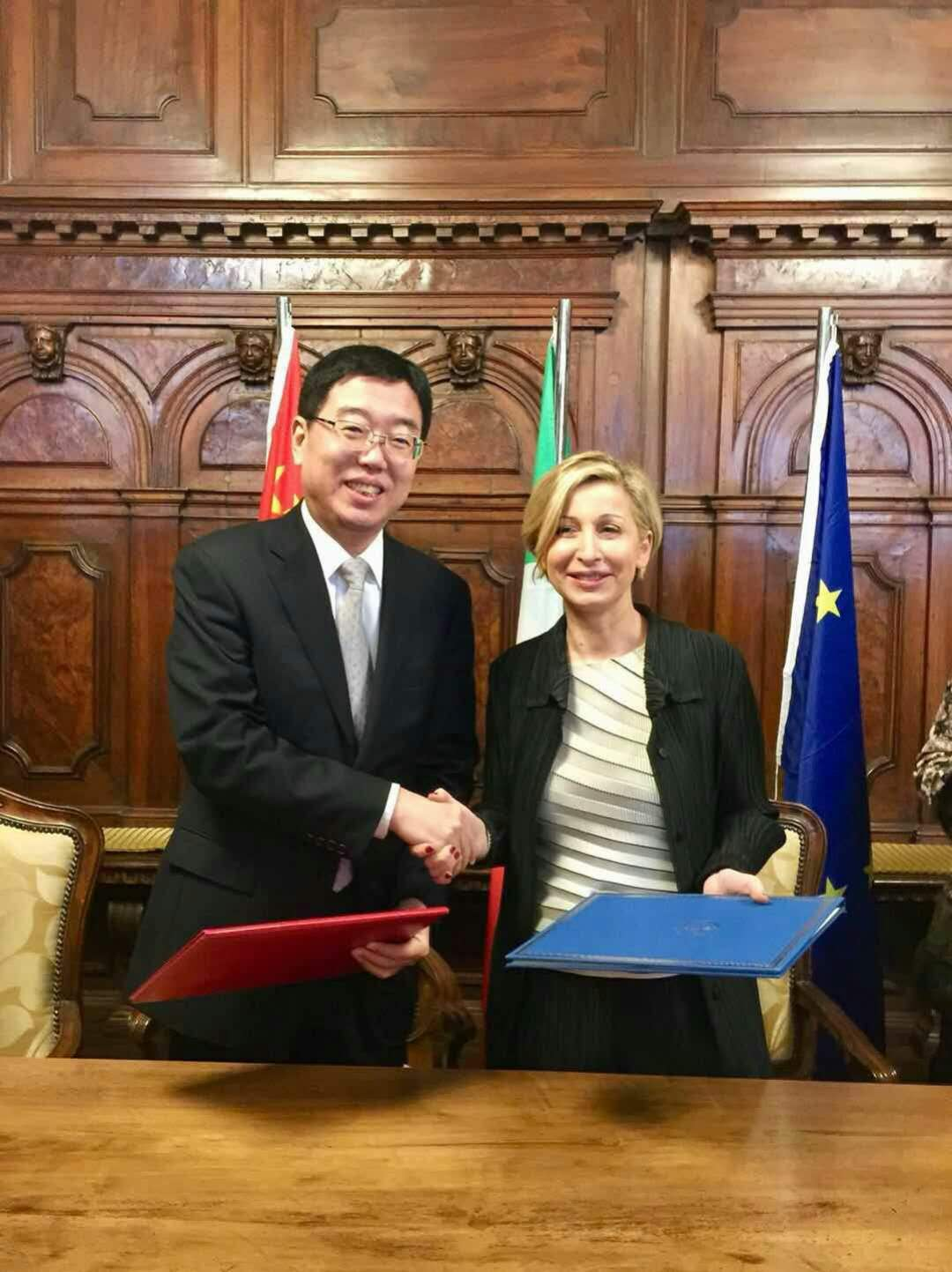 A sinistra il Vice Ministro Du Jiang, a destra la Sottosegretaria Dorina Bianchi